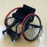 カーボン製パラ車いすを開発、日本代表選手と世界初の試み