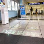 京急電鉄、アニメーションを活用した案内サインの実証実験を開始