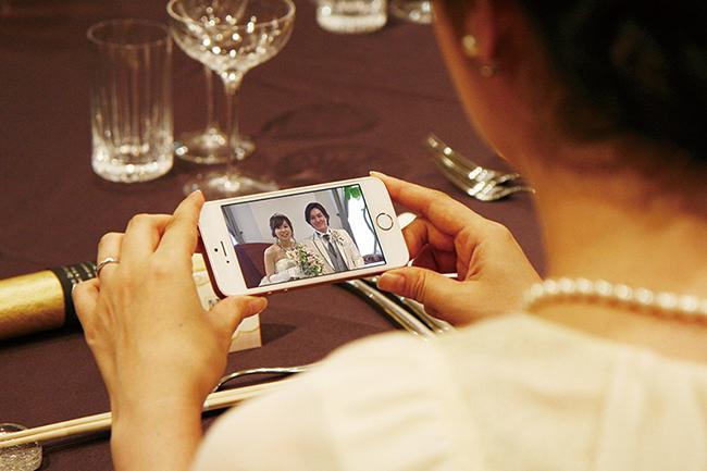 結婚式の新サプライズ!席札のQRコードからメッセージ動画が見られる「ショートBOX」をリリース!