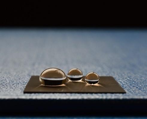 光機械製作所がナノパターニング加工による超撥水性付与技術を開発